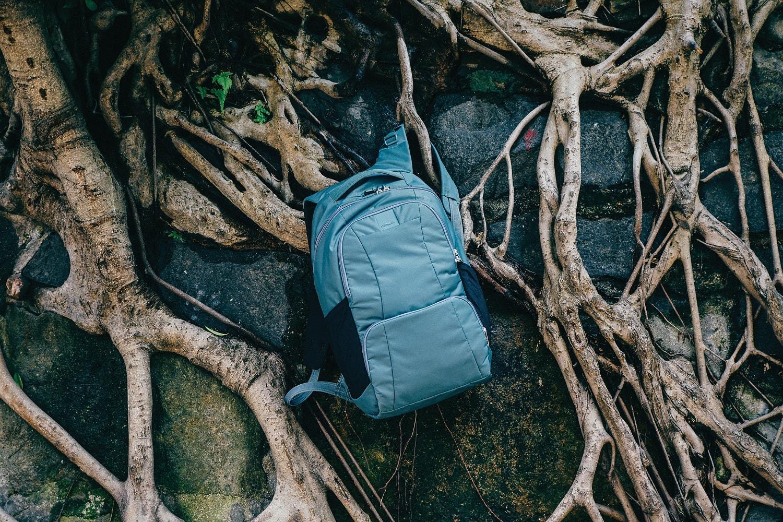 Купить рюкзак Pacsafe Metrosafe LS 450